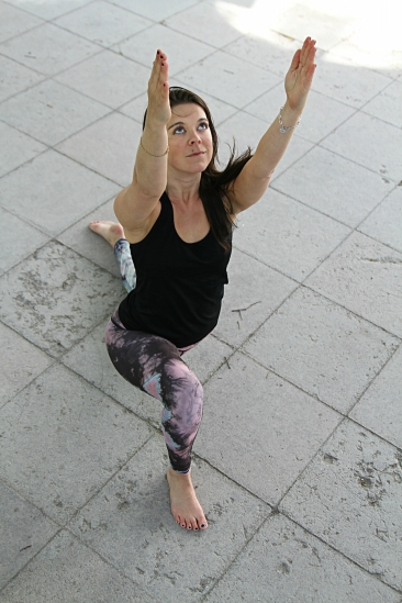 lunge arms up