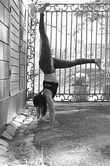 handstand-split